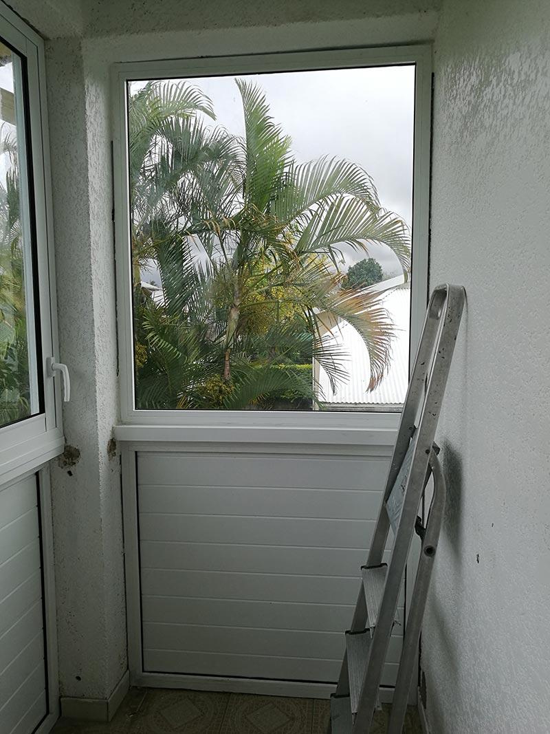 Pose d'une fenêtre à Saint-André de La Réunion, BFM Fermetures