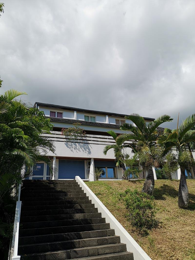 Pose de menuiseries à l'ONF de Saint-Denis de La Réunion, BFM Fermetures